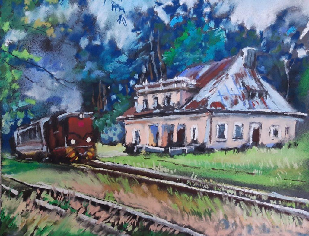 obraz pastelami budynek dawnej stacji w poniatowej z lewej wjeżdża brązowa lokomotywa